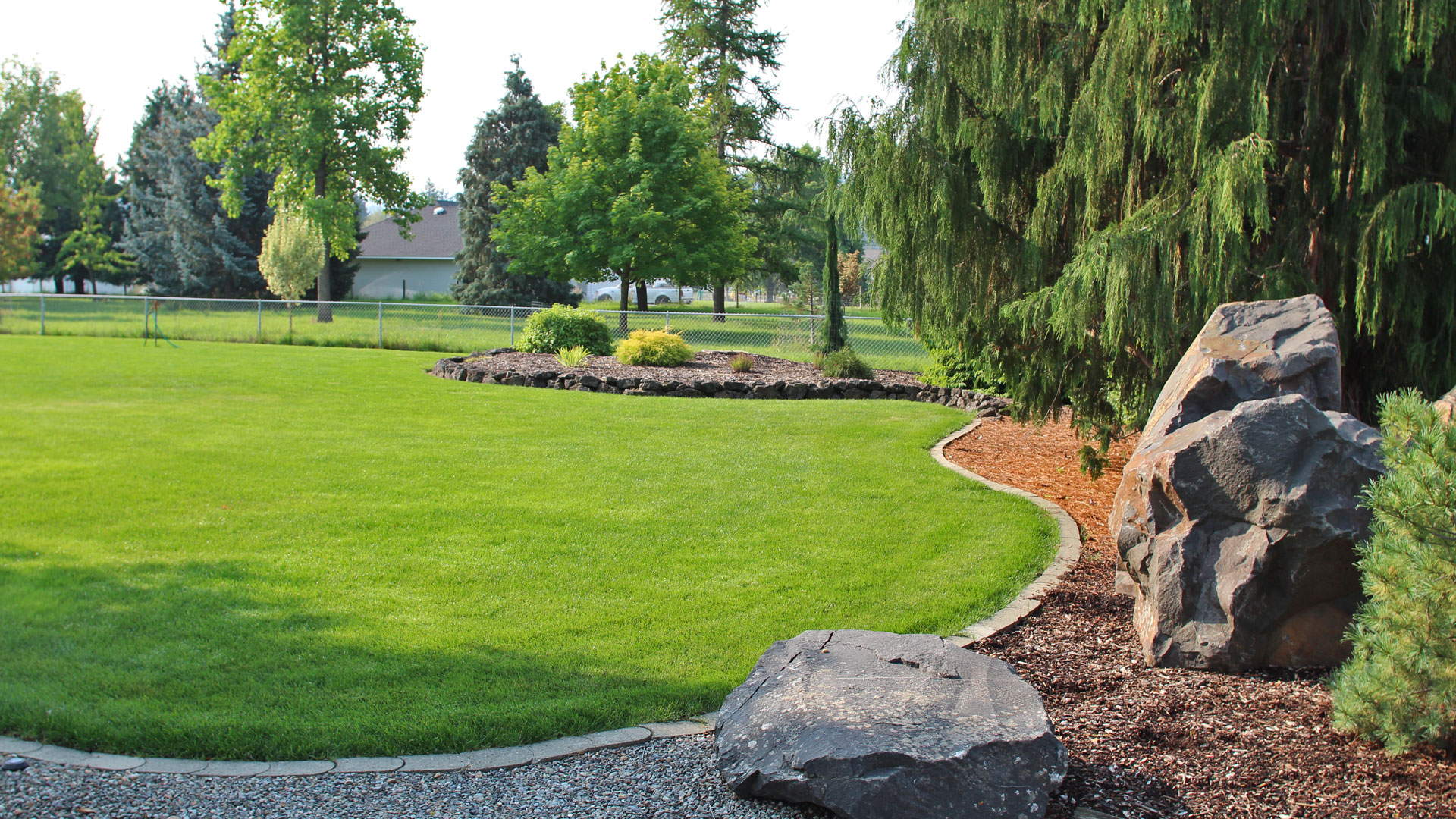 A home in Spokane Valley, WA with a healthy, green, fertilized lawn.